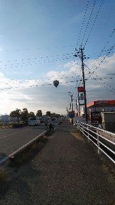 趣味を生かし日々輝いて 佐賀市内は、朝は冷えてましたが、風も弱く バルーンが1基飛んでました。逆光で分かりにくいですが アッ