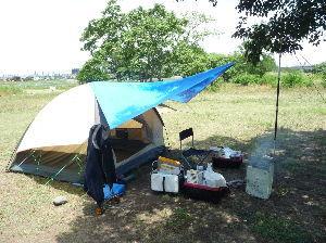 スーパーカブ 最近デイキャンプにハマっていて テントは小川張りとか 金鳥缶で焚き火、炭、アルコールと 昼飯をのんび