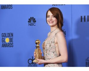 TIF - ティファニー Emma Stone Gets Standing Ovation, Wins First Golde