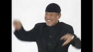 3058 - (株)三洋堂ホールディングス 三洋堂ホールディングス  黒沢さん  一緒に踊りま~しょう♪  あっそれ〜   上げて  上げて