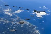 鳳凰 朝鮮半島上空で韓国軍機と任務を行う米空軍機と米海兵隊機。米陸軍提供(2017年9月18日撮影、同月2