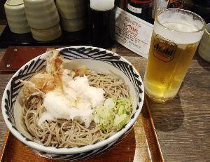 妖精のbar 帰るまでまだ時間があるので、 おらが蕎麦で食べてます。(*^^*) 冷たい蕎麦と生中。オオォォォ(゚