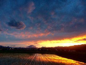 虹ふわり~♪ ヨッシー♪ こんばんは(*^o^*)  今日は素敵な景色を見れた。  この間、ヨッシーが載せてくれた