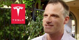 TSLA - テスラ Sascha Zahndはスイス出身で、2016年からテスラで働いています。 最近、彼はグローバルサ