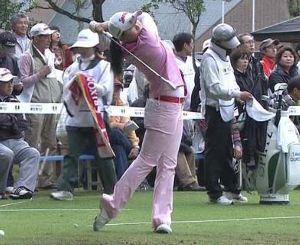 石川君の不振はクラブ 先月まで女子中学生だった勝みなみちゃんがツアー優勝してしまいました。 テレビ中継でのアナウンサーの話