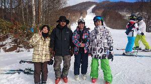 オヤジをスキーに連れてって♪ 本日は 今シーズン初めて複数でスキーに行きました。 たかつえはゲレンデの40%って ところかな。 今