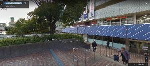 8254 - (株)さいか屋 今、北口の通路とさいか屋は階段があって入りにくい 今度の改修で、あそこ歩いてる人が、障害なく入ってく