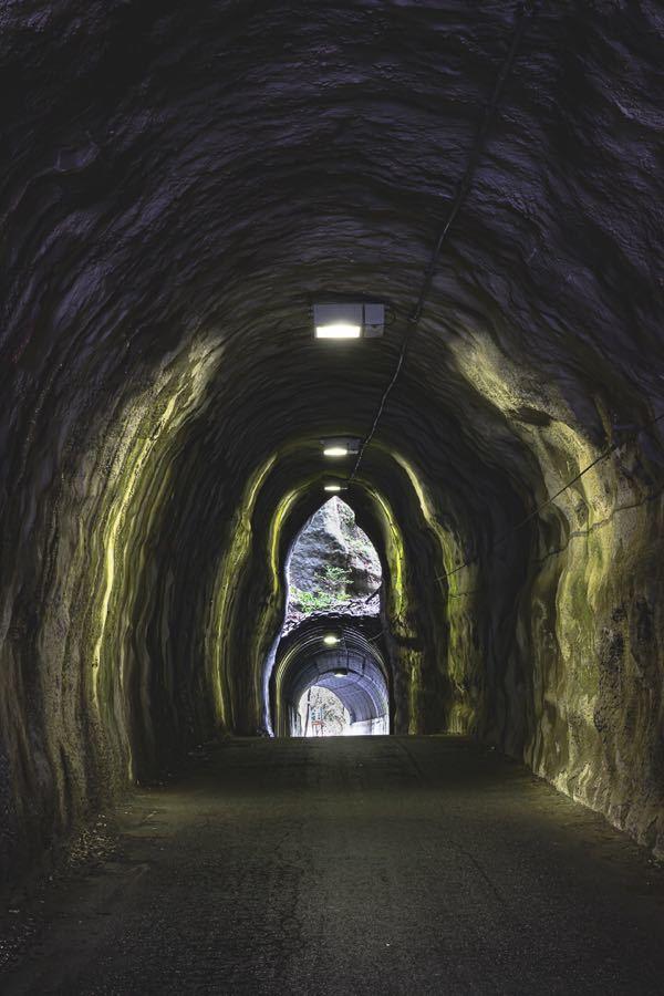 インスタ萎え 2階建トンネル