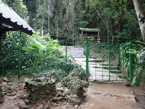 カンチャナブリ 洞窟です。 現地の観光客らしき民が30人程みえました。 メーサイから5㌔位手前(チェンライから) 国
