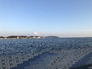 鎌倉 江ノ島 案内人! りんさん 来てくれてありがとうございます。 今日の鎌倉も 観光客さんで賑わってます。 都心から近いの