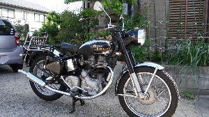 いつまでバイクで走り続けられるか・・・ メーターは、まだ届かないので ヘッドライトだけ交換しました イグニッションキーも ヘッドライトに埋め