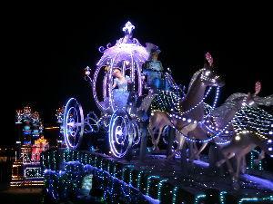 「東京ディズニーリゾート」について語ろう 奇跡の一枚ってほどでもないけど。  クリスマスにインしました。  シンデレラの新しいフロート  とて
