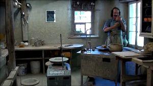 2012年ヨーロッパの田舎の旅 1 続き    写真33:陶器工房    由布院の陶器つくり体験で、ろくろを回したが、ここのろくろはそれ