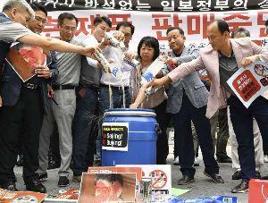 """株価に影響することはなんですか """"韓国不買運動""""現場ルポ 日本製ビールが1杯10万円   ユニクロ、無印良品"""