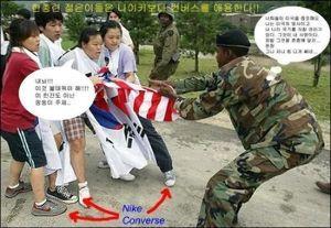 株価に影響することはなんですか 昔、反米運動と言いながら、ナイキを履いて星条旗を奪い取ろうとしている写真