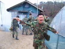 安倍の暴走 「女性に兵役税を」         …韓国内の「女性嫌悪症」