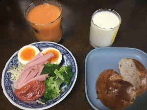 ながれながれて 今日☆朝食  ドリンク:飲むヨーグルト、ニンジンリンゴジュース