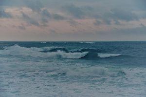 居酒屋『我が家』 (^_^)/ へいっ! いらっしゃいっ!! 開店時間(書き込み時間)は平日(月~金)18時~25時まで、休日はFreeといたします。 (^_^)/ やっほ~、おひさ~ 昨日、日南に行って荒れた日南海岸見てきたよん。海はいいねっ!!