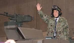 安倍晋三は3/11、鉄板焼きでお祝い 安倍は戦争大好き。わざわざ会員向けインターネットチャンネル「ニコニコ動画」に出てきて迷彩服で戦車に乗