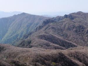 そうだ 山に登ろう いいですね。 最近は忙しくて昇れてませんが山登りは好きです。 (本格的ではないですが)