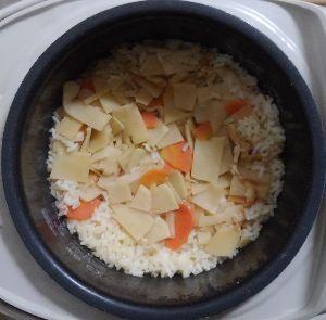 三畳台目⁂夜咄 晩ごは~ん  筍の炊き込みご飯('_') 筍づくしってことで、蕗と筍の煮物と若竹