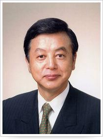 これからの日本どうなるんだろう 政財界に強い影響力を持つ新潟の富豪、坂田英夫(公認会計士・税理士)は、第二次安倍政権が掲げた内閣府の