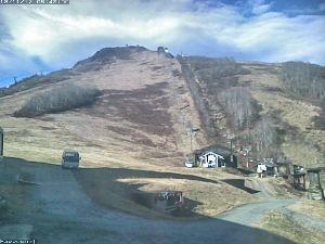 6040 - 日本スキー場開発(株) オープン予定の11月23日まであと10日。 写真のように全く雪が降っていない状態。 やっぱり予定どお