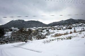 県北より〜女性です  こんばんわ  我町の今朝の雪景色です。我が家から200m離れた場所からの街中を半分望める位置からで