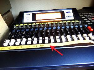 MTR(マルチトラック・多重録音)で音楽作っている人いますか? 10件で終わってしまいそう(笑)  あると便利なものについて書こう。 このテープ状の付箋紙は各チャン