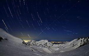 姫路の方で中高年の山の好きな人。 今日は。  満点の星空を期待していましたが 満月前で星が消えて行く。