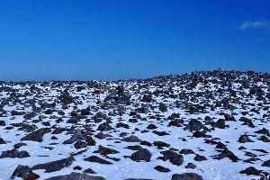 姫路の方で中高年の山の好きな人。 今日は。  今回の蓼科は快晴で穏やかな登山でした。  広い蓼科山頂。
