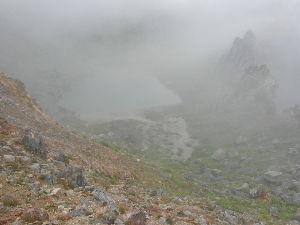 姫路の方で中高年の山の好きな人。 この景色も一瞬ガスが消えたときは幻想的で良い感じでしたが・・・