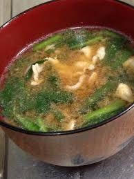 ☆今日の献立☆ 【豚とニラのお味噌汁】 ポピュラーなお味噌汁だと思うけど 作るのも簡単で ニラ独特の旨味がある。
