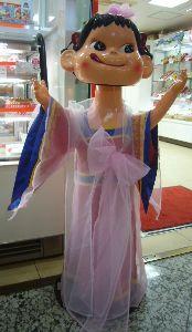 ロッテホテルが拒否!! 不二家は6月から、  店頭のペコ人形が韓国国旗色のチマチョゴリを着て  ワールドカップの韓国代表を応
