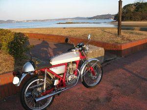 OBCオンボロバイククラブ ヤマさん 今日は、ありがとうございました。 いろいろ珍しいバイクが 拝見できました。  さすがに ド