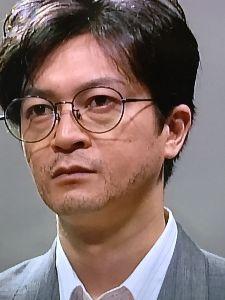 ショムニ 野々村課長役の伊藤俊人さん! この伊藤さん、いつもと違い、髭が書かれていて渋くて素敵だなと思います。丸メガネ、似合ってますね。