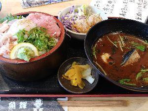 意見交換しましょ お昼ご飯中! 食う食う~。 いただきます。(^o^)