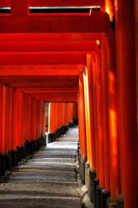 空を眺めながら 京都三大祭りのあとは、京都ドラマの三大シーン  よく出てくるのは、嵐山から渡月橋  祇園の舞妓さんと