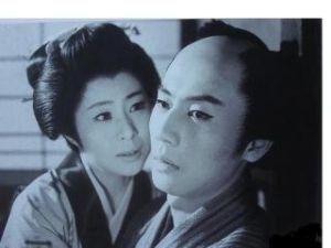 空を眺めながら 中村玉緒さんの父親は、中村鴈治郎さんだから  怖くて声を掛けられなかったのかな  写真は、兄と慕って