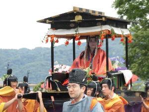 東男・京女 みなさん、こんにちは。 暑い一日でした。 今日は京都三大祭りの一つ葵祭りが行われました。 病院の診察