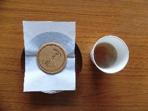 東男・京女 こんにちは。 先日、甘茶を頂く機会がありました。 この甘茶は砂糖などの甘味料は入っていませんが、ほど