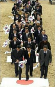 7011 - 三菱重工業(株) 写真は在日本韓国民団による日本撲滅を願う恒例式典。(帰化韓国人にも入団資格がある。)  よくもまぁ日