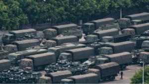 4347 - ブロードメディア(株) 香港との境に近い中国・深セン湾のスタジアムに、中国人民武装警察の車両が集結している様子。