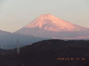 走った後のビールはうまい!! 明けましておめでとうございます。今年もよろしくお願いします。 今朝の富士山