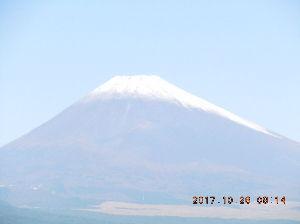 走った後のビールはうまい!! threeさん、素晴らしい記録ですね!(^^)! お疲れさんです。 富士山、三島からの初冠雪です