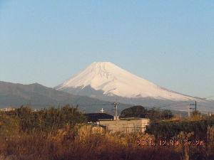 走った後のビールはうまい!! 掲示板、今月で終りですね。  さみしくなりますね。これからどうしようかな、、 今朝の富士山です