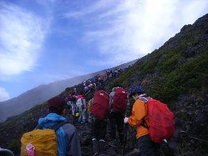 新規発足 「ジジババの会」 家から富士山は見えないけど少し走れば、大きな富士山が見られます。 前に登山した時「富士山は見るもんや