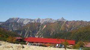 群馬周辺の山と名湯 会で、昨日は8年ぶりに常念岳へ。  5時半 に一ノ沢登山口出発、ハイカー 大勢いた。 水場を過ぎた急