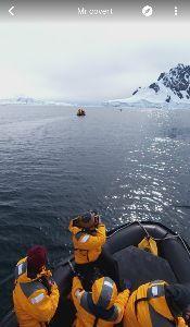 ■■破産寸前の超・貧乏個人投資家の株式投資■■ 次に 南極で写真を撮っている人の写真を撮ります。