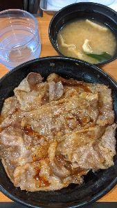■■破産寸前の超・貧乏個人投資家の株式投資■■ 今日の朝ごはん。 新宿の東京チカラめしで食べました。 焼き牛丼…割引価格400円の値段